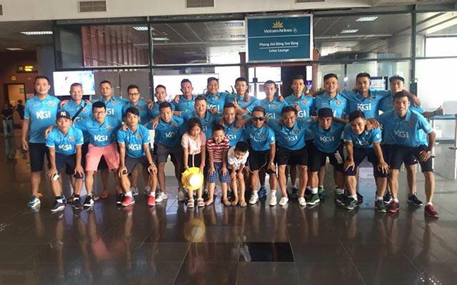 """Đội Thành Đồng """"kẹt"""" 4 tiếng ở sân bay Nội Bài"""