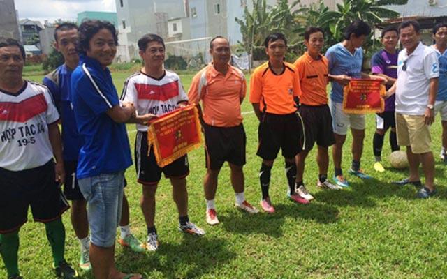 Đội nắng, băng mưa chung tay giúp vợ cựu cầu thủ bị ung thư