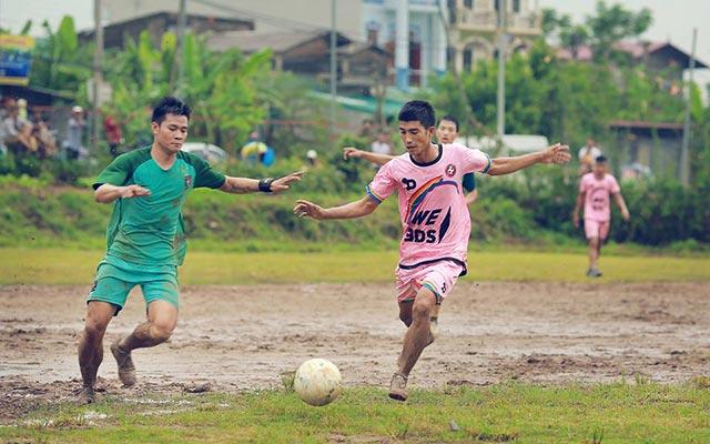 TL&AE thắng FC Thanh Thuỳ 5-4 trong màn thuỷ chiến