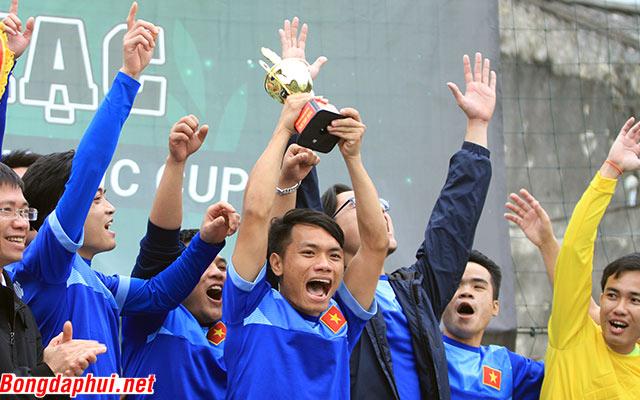 """AJC Cup 2016: Chính trị học """"chết đi sống lại"""" 2 lần để bảo vệ ngôi vương"""
