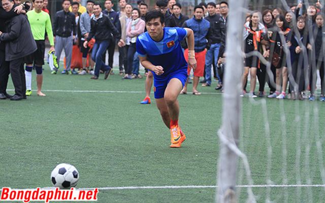 Loạt đá luân lưu căng đến… đứt dây đàn ở chung kết AJC Cup 2016