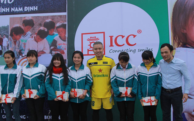 Tuấn Hưng ghi bàn, HAT vẫn thua thế hệ vàng bóng đá Nam Định