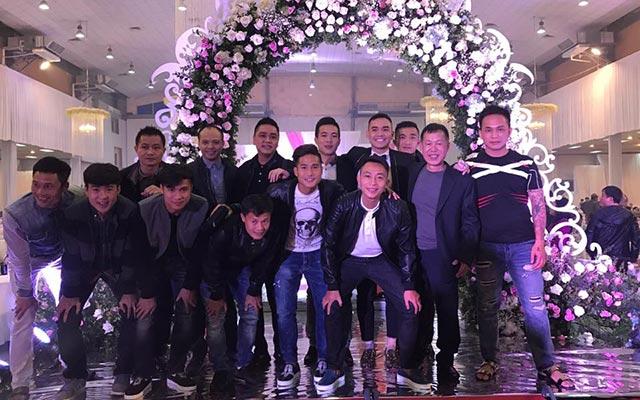 """Gần 4.000 quan khách dự hôn lễ bầu Hùng """"tin"""""""