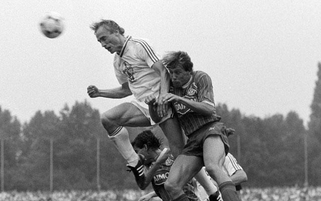 Kỹ năng bóng đá: Chiến thắng đối thủ cao lớn trong pha không chiến