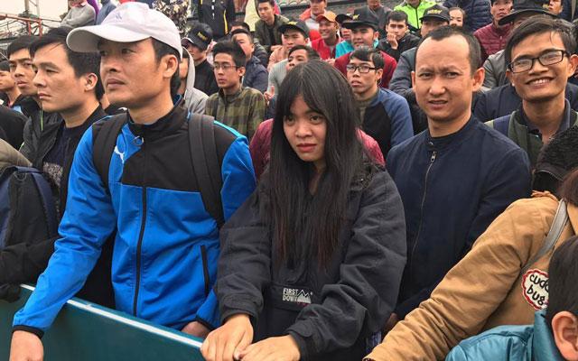 Nữ CĐV đặc biệt hàng tuần bay từ Sài Gòn ra Hà Nội xem Thành Đồng thi đấu