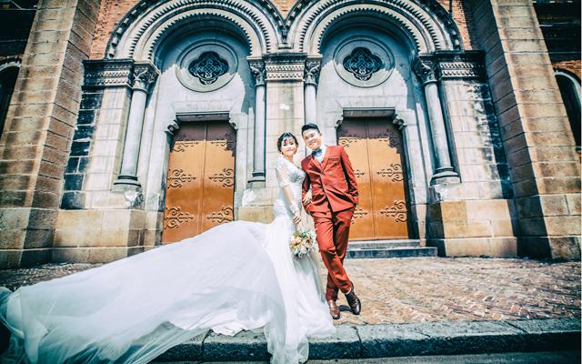 """Ảnh cưới """"ôi mê ly"""" của người từng đại náo thánh địa Anfield"""