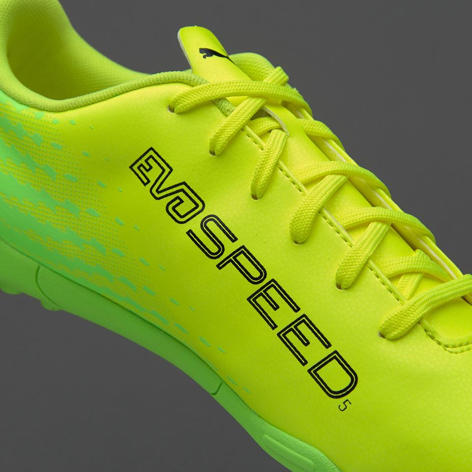 Dòng giày tốc độ phù hợp với các tiền đạo hoặc đá biên