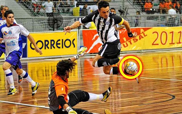 Những pha bóng bá đạo của ông Vua Futsal - Falcao