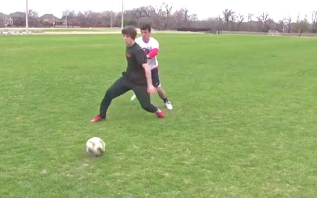 Kỹ thuật bóng đá: Che chắn và quặt bóng
