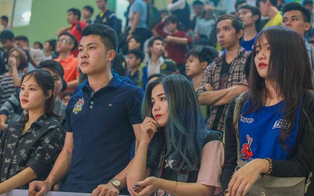 Phan Thần Hiểu My, nữ sinh học giỏi, đa tài và đam mê bóng đá cuồng nhiệt