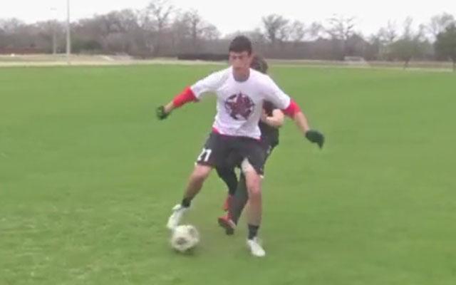 Kỹ năng đá bóng: Động tác giả gót bóng