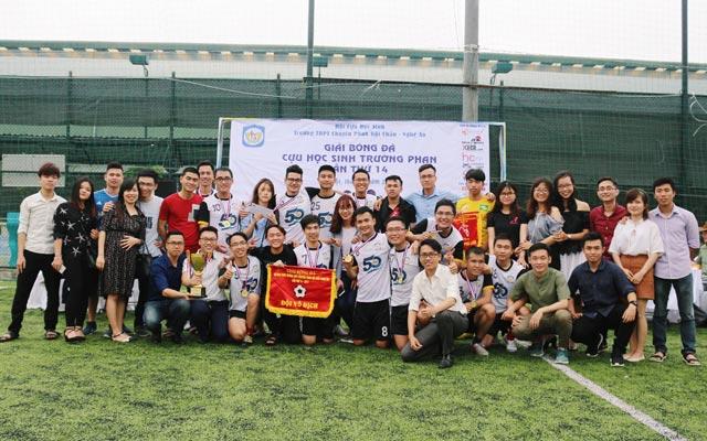 Khép lại giải bóng đá HSTP Cup lần thứ 14: Chỉ còn những nụ cười