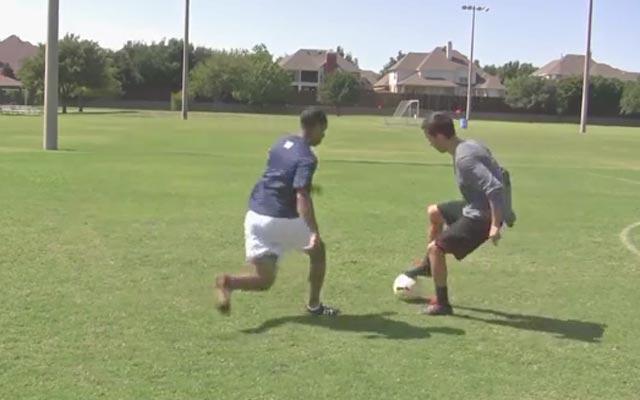 Kỹ năng đá bóng: Giật bóng bằng gầm qua người