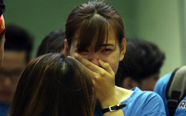 Nữ sinh GTVT nhòe lệ vì đội nhà gục ngã ở chung kết VUG