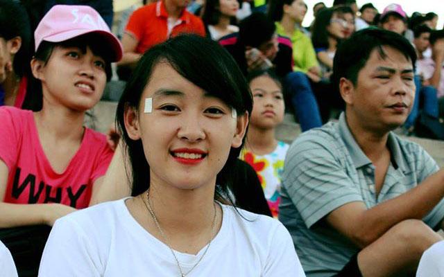 Vân Oanh, nữ CĐV xinh đẹp của FC Thành Đồng