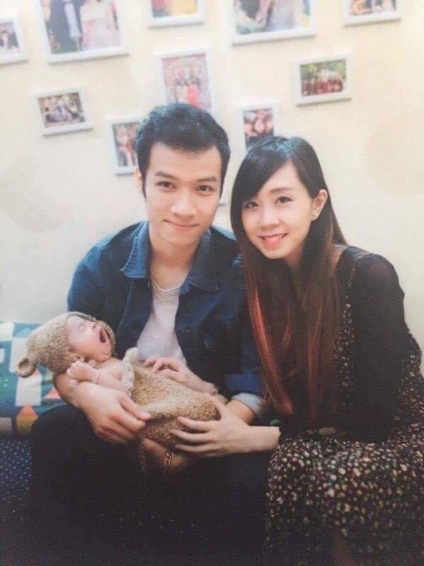 Cán Cris cùng bà xã Quỳnh Anh bên cô công chúa nhỏ
