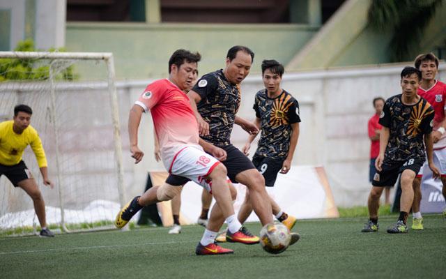 Vòng 8 cúp Con Công: Coach Minh Hiếu lần đầu đưa đội lên đầu bảng