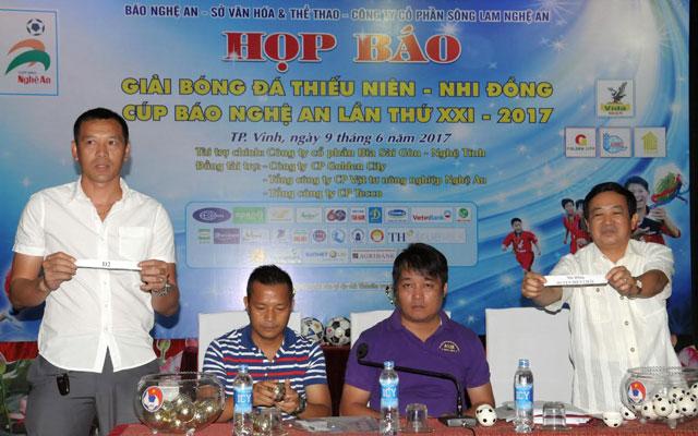 29 đội bóng tham gia tranh tài Giải TN-NĐ cúp Báo Nghệ An 2017