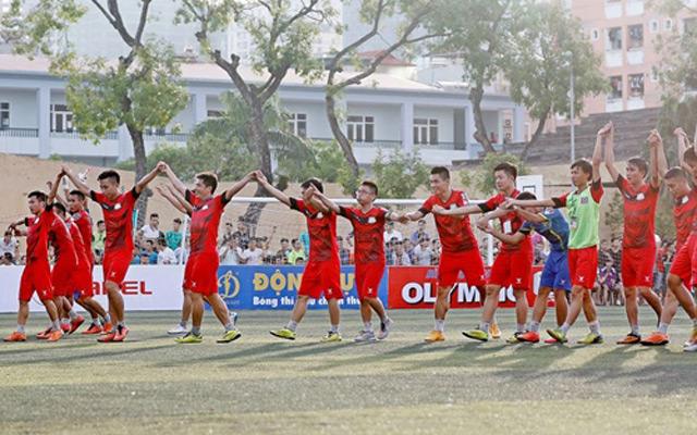 Top Group thi đấu giao hữu từ thiện với đội bóng Học viện ngân hàng
