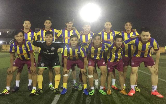 Bưng Biền FC so giày cùng SLNA fan club