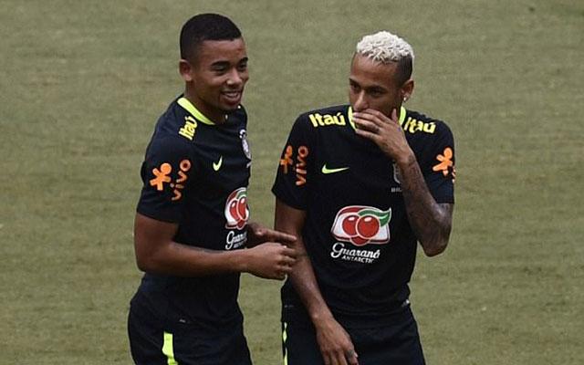 Neymar và Gabriel Jesus quẩy tưng bừng trên sân 5v5