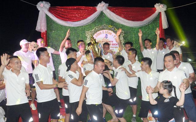 FC Á Đông đăng quang Vinh League đúng dịp sinh nhật lần thứ 8