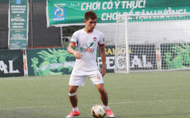 Quang Anh, đẹp trai, đá bóng hay, mỗi tội ế!