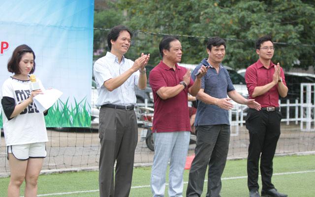 Đại học KTQD khai mạc giải bóng đá chào mừng 40 năm đào tạo sau đại học