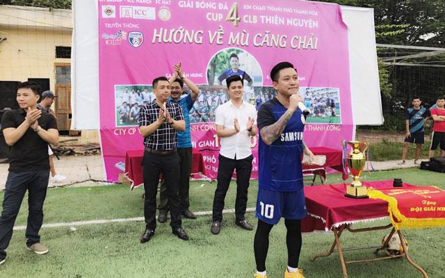 Tuấn Hưng đá bóng từ thiện ở Thanh Hóa, ủng hộ đồng bào huyện Mù Căng Chải
