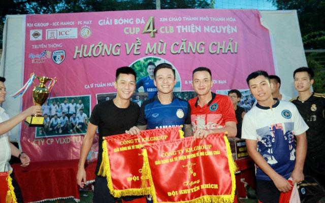 Ca sỹ Tuấn Hưng cùng dàn sao phủi Hà Thành đá bóng làm từ thiện hướng về Mù Cang Chải