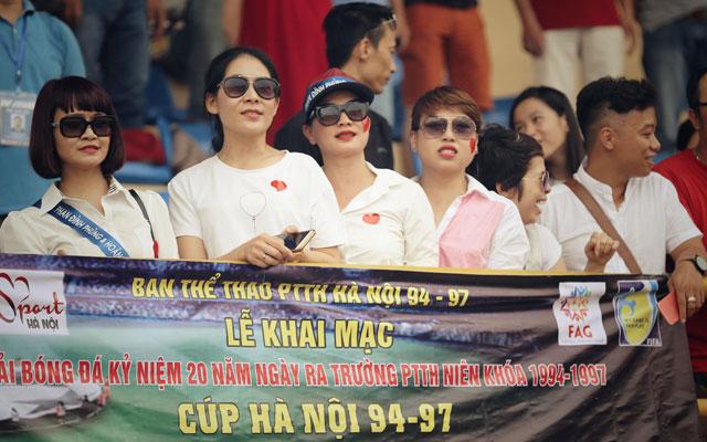Hot-girl khuấy động Lễ hội bóng đá THPT Hà Nội 94-97