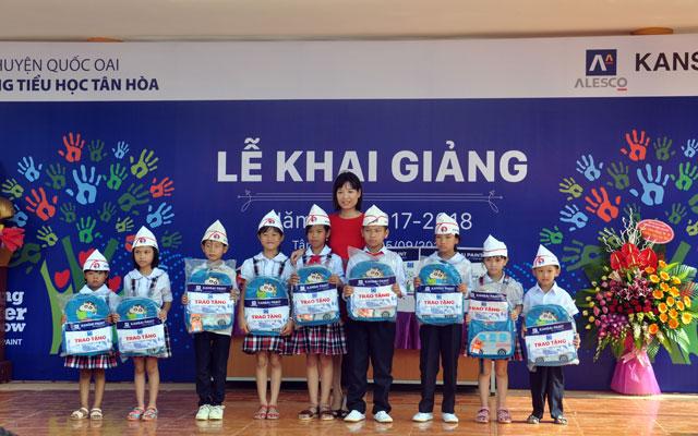 """Cộng đồng phủi chung tay """"tô màu cuộc sống – thắp sáng tương lai"""" tại trường tiểu học Tân Hòa"""