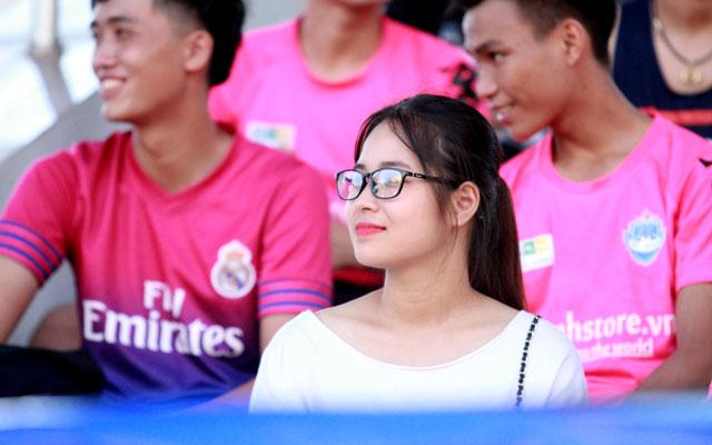 Nét dễ thương girl xứ Nghệ tại giải Hạng Nhất Nghệ League 2017