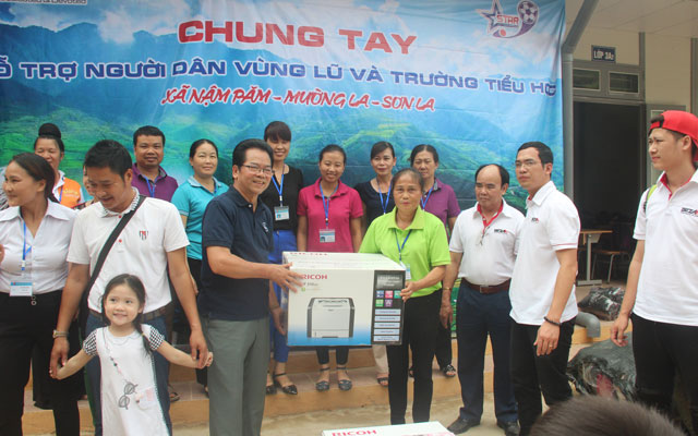 FC Ngôi Sao trao quà từ thiện tại Mường La