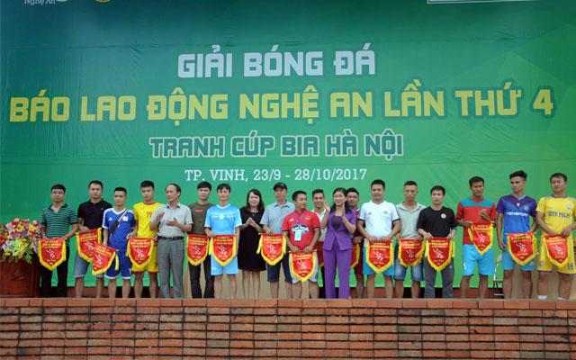 FC Tuấn Hùng hạ gục ĐKVĐ, FC Song Quang khiến ĐKVĐ Vinh League mướt mồ hôi