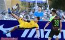 Cầu thủ Gia Việt tái hiện siêu phẩm vô lê của Rooney