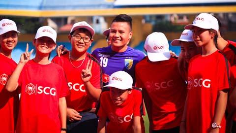 Văn Quyết, Thành Lương, Quang Hải huấn luyện đội bóng trường cũ