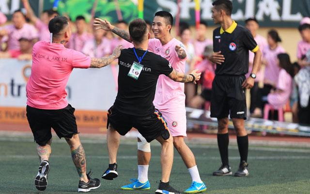 Ngôi sao futsal Phan Khắc Chí ghi bàn giúp Tin Lớn & Anh Em hạ MV Corp