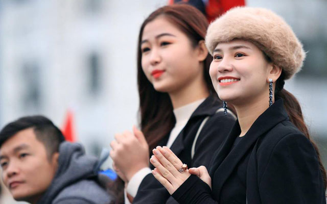 Hoa khôi Mai Phương hết mình với Nghệ League