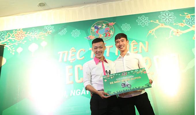 Ecofoot tặng xe máy cho 9 cầu thủ vì tinh thần cống hiến