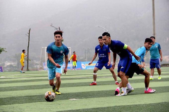 Song long FC Nghi Sơn và PTSC Thanh Hoá tranh đấu