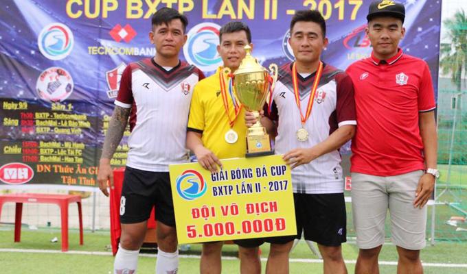 """Bầu Lộc - Vàng Lộc Tài FC: """"Chơi bóng đá điên một chút mới máu"""""""