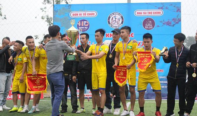 Hạ màn giải bóng đá quê hương tuyển thủ Phan Văn Đức