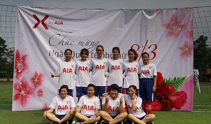 Đá bóng kỷ niệm 8/3, dàn hot girl AIA Exchange Vinh đốt cháy sân phủi