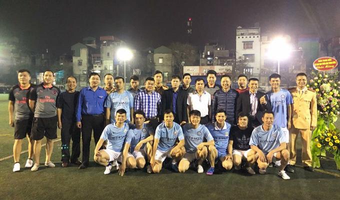 Đội CSGT số 1 đá bóng từ thiện với Công An Phường Đồng Xuân