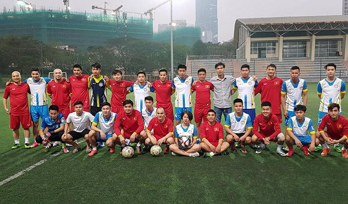 Bác sỹ đội U23 Việt Nam ra sân quyên góp tiền từ thiện cho nữ cầu thủ