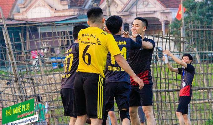 Giải khối doanh nghiệp Đô Lương: Bia Thanh Sơn, FC Mens mất điểm đáng tiếc