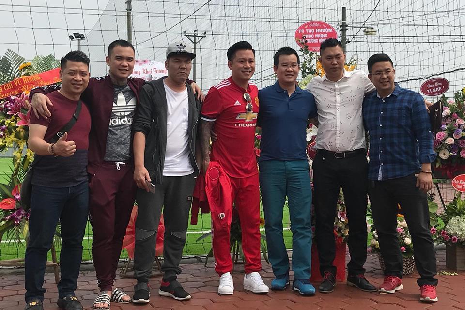 Tuấn Hưng, Thành Lương, Việt Anh đến chúc mừng khai trương sân bóng Tin Lớn& AE
