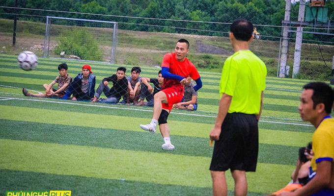 Chuyện về cầu thủ đặc biệt, chơi bóng với 1 tay ở giải Diễn Yên Quỳnh