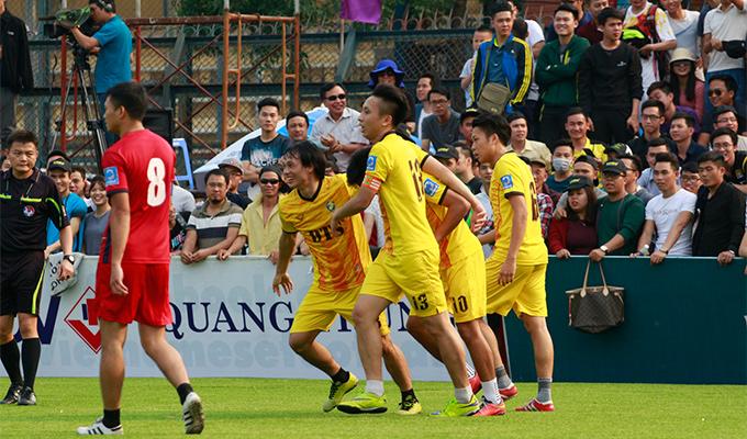 Giải bóng đá chào mừng 20 năm thành lập DTS: Phương 'vertu' đại chiến Duy 'tễu', Tuấn 'nếp'